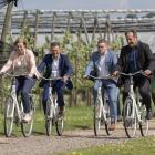 Minister Van den Heuvel bezoekt fruitstreek